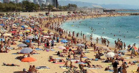 2010-04-21 Crowded beach copy